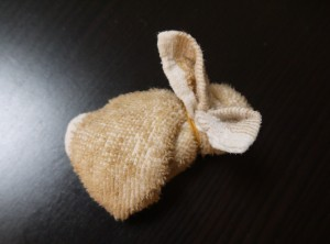 how-to-fold-a-towel-bunny-11