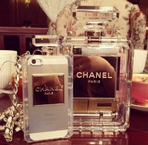 latest_chanel_perfume_bottle_clutch_chain_iphone_5s_case_2_