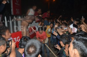 1425580895-man-accused-of-rape-dragged-from-jail-beaten-hung-in-street--india_7043992