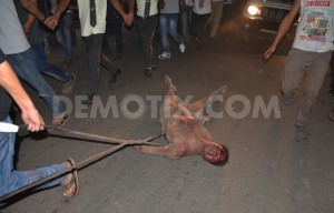 1425580901-man-accused-of-rape-dragged-from-jail-beaten-hung-in-street--india_7044032