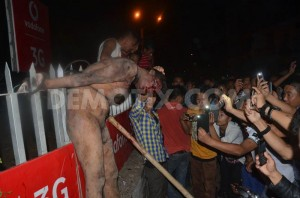 1425580906-man-accused-of-rape-dragged-from-jail-beaten-hung-in-street--india_7044060