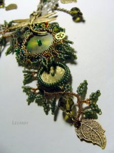 embroidered_necklace-1