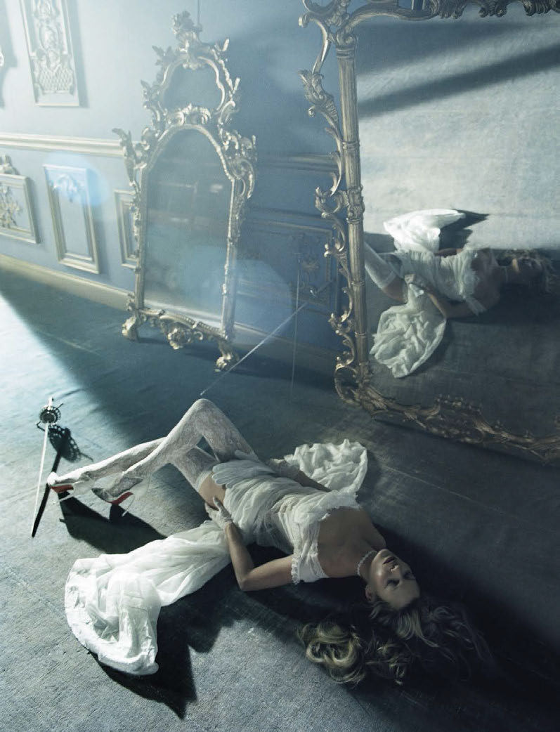 kate-moss-by-tim-walker-for-vogue-italia-december-2015-11