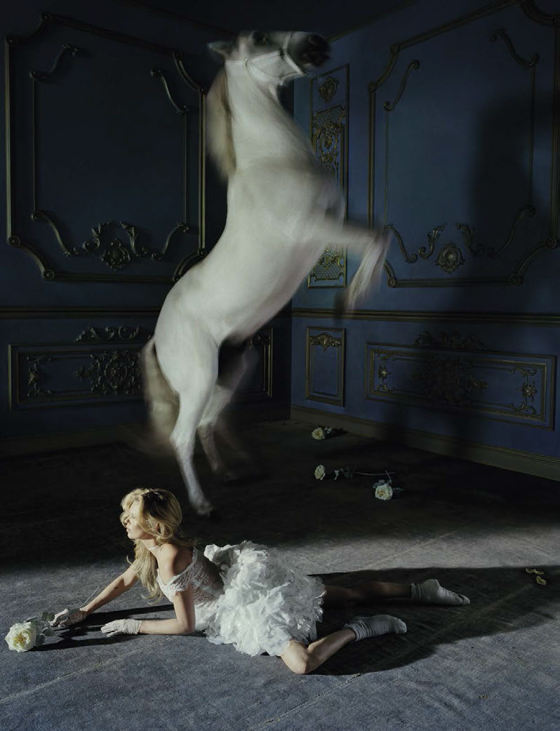 kate-moss-by-tim-walker-for-vogue-italia-december-2015-6