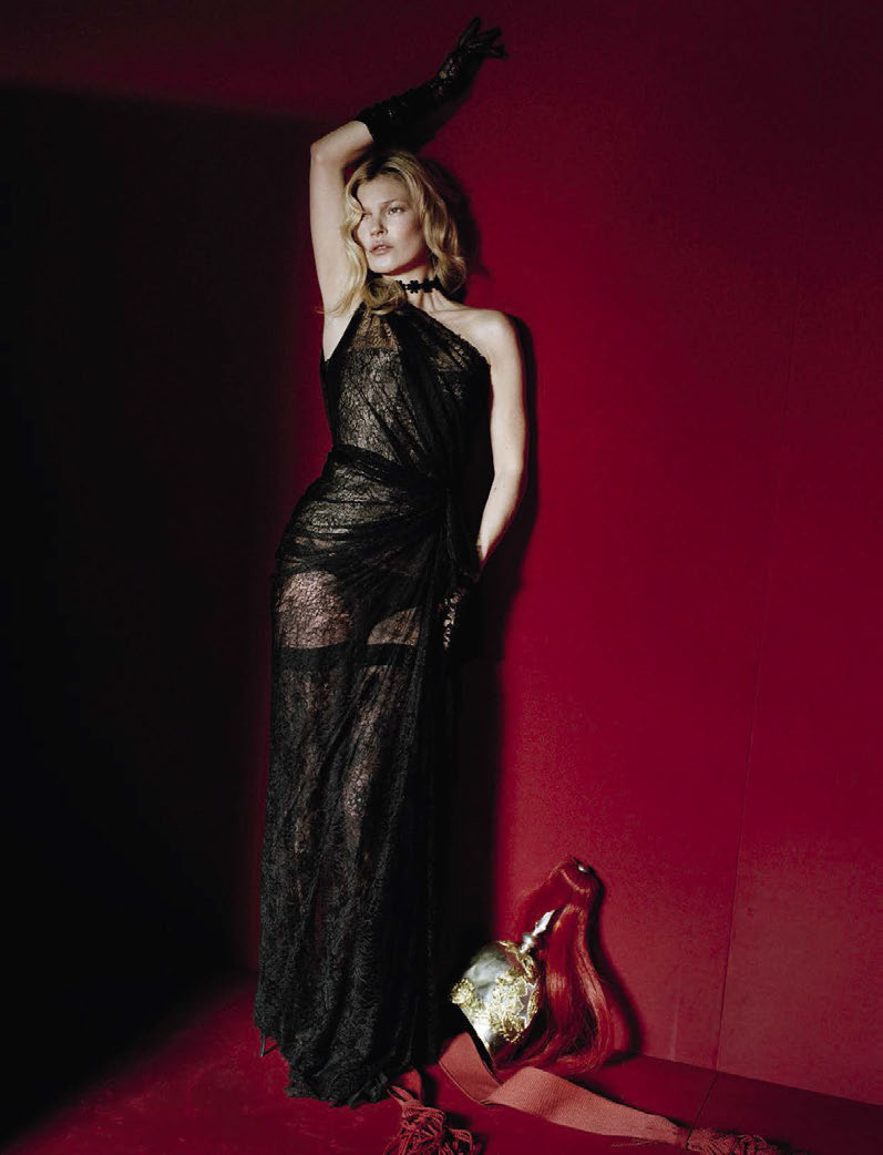 kate-moss-by-tim-walker-for-vogue-italia-december-2015-7