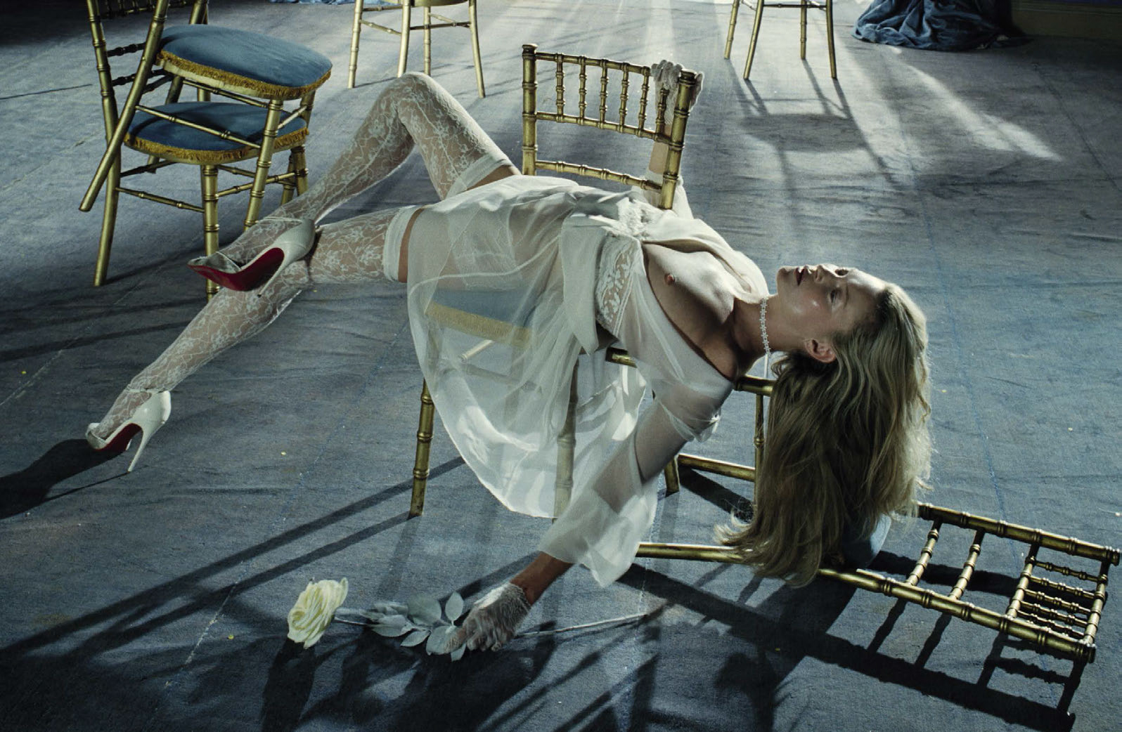 kate-moss-by-tim-walker-for-vogue-italia-december-2015-9